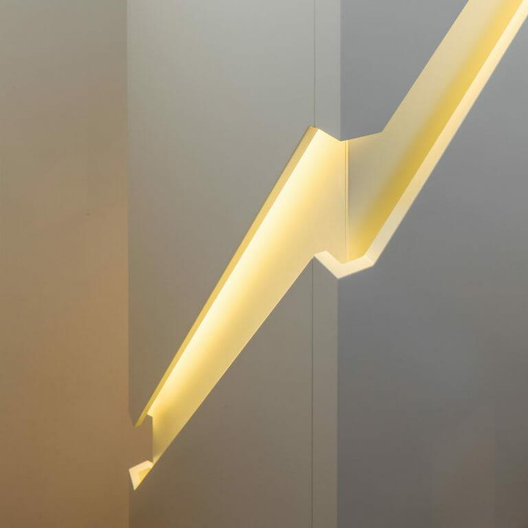 Detail Handlauf mit indirekter LED Beleuchtung