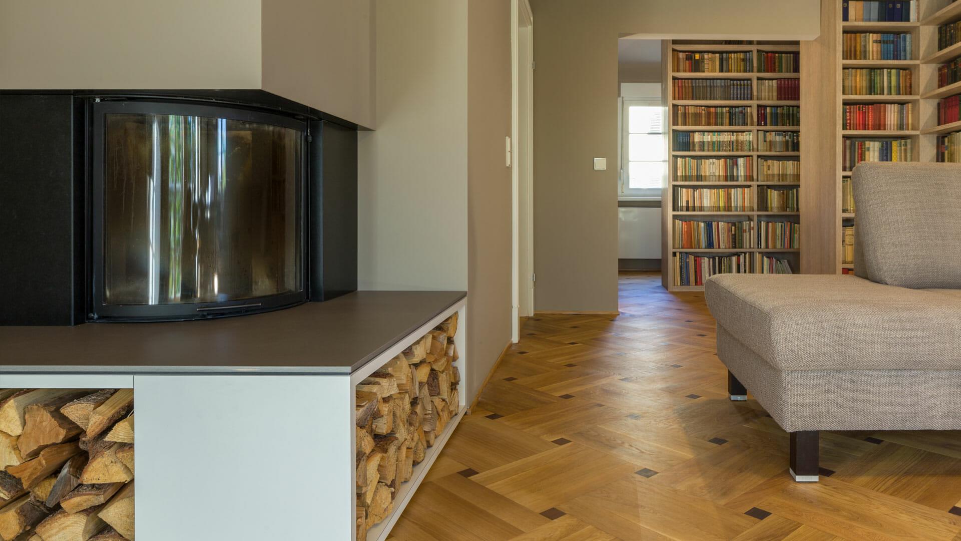 Elegantes wohnzimmer mit integrierter bibliothek for Elegante wohnzimmer