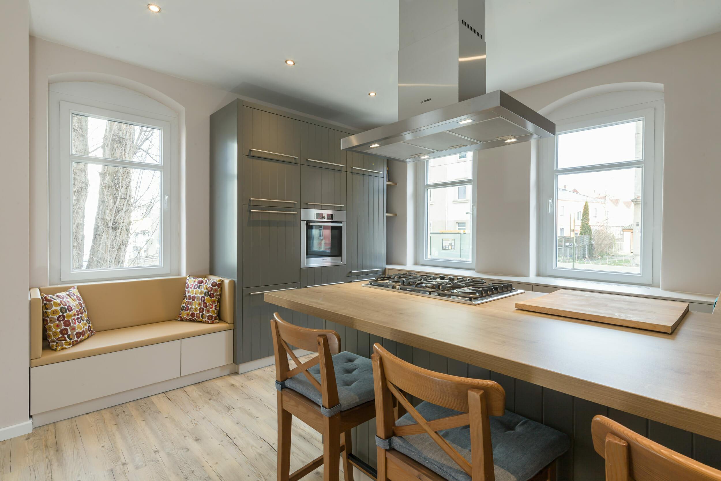 moderne Design Landhausküche   dieMeisterTischler
