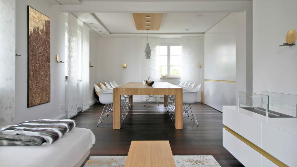 Wohn- und Esszimmer mit Einbaumöbel