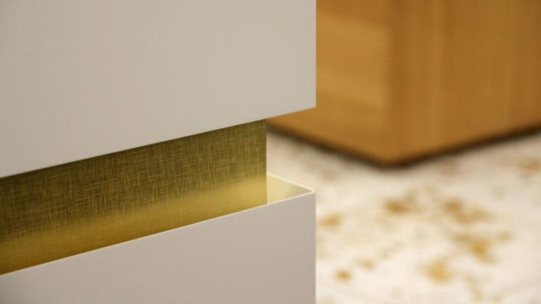 Detail Griffuge mit Goldhinterlegung