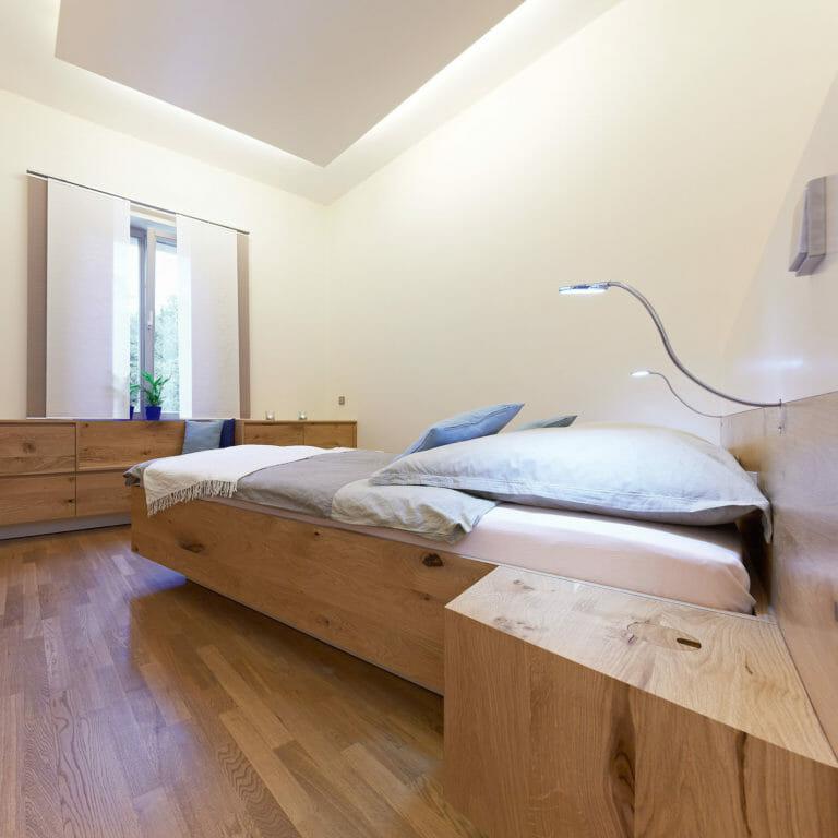 Schlafzimmer in Eiche Massivholz