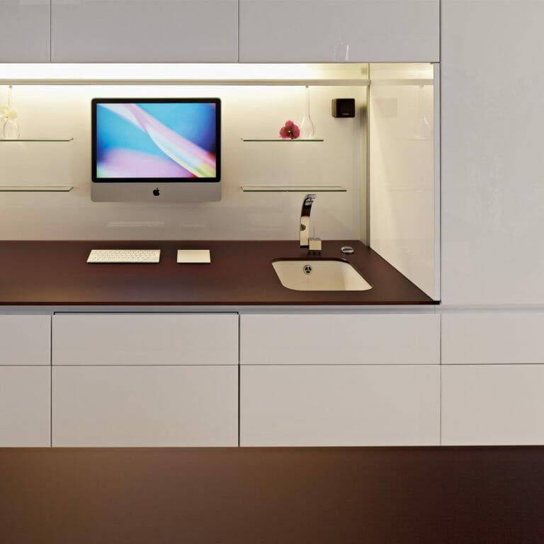 Küchenniesche mit Infotainmentsystem