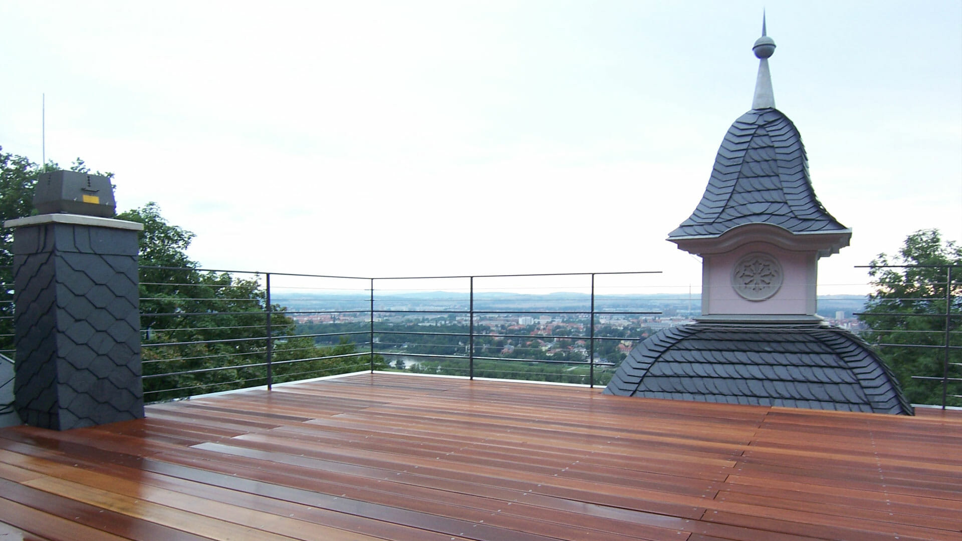 Blich von Dachterrasse aufs Elbtal