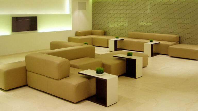 Couchlandschaft aus modularen Sitzelementen