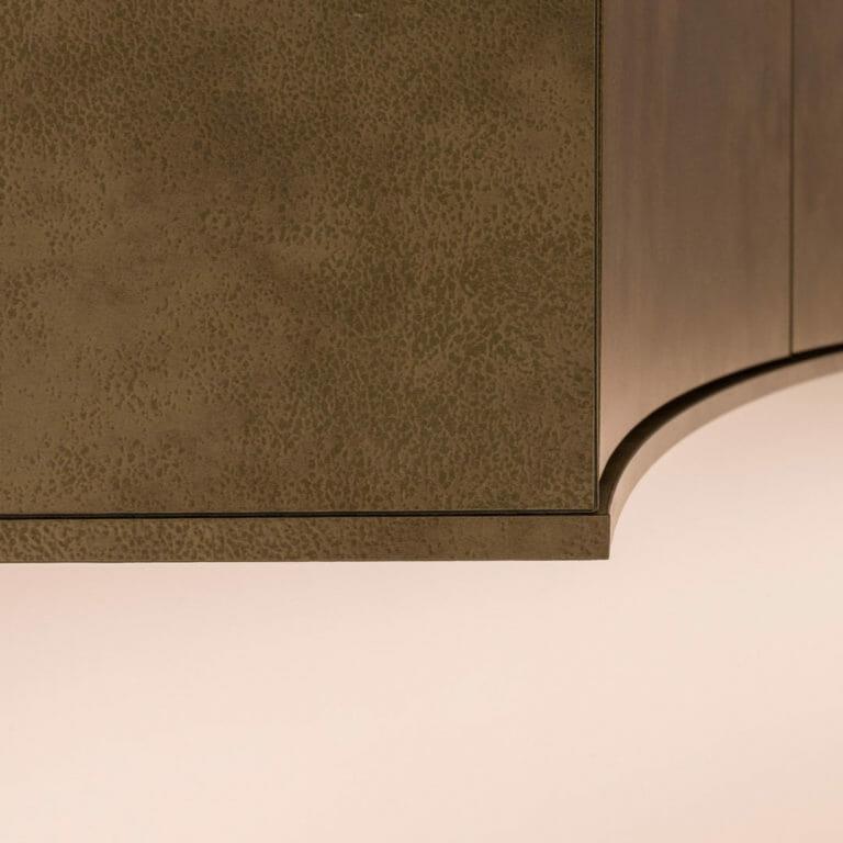 Detail Möbel mit runden Fronten in HPL Furnier Antilope