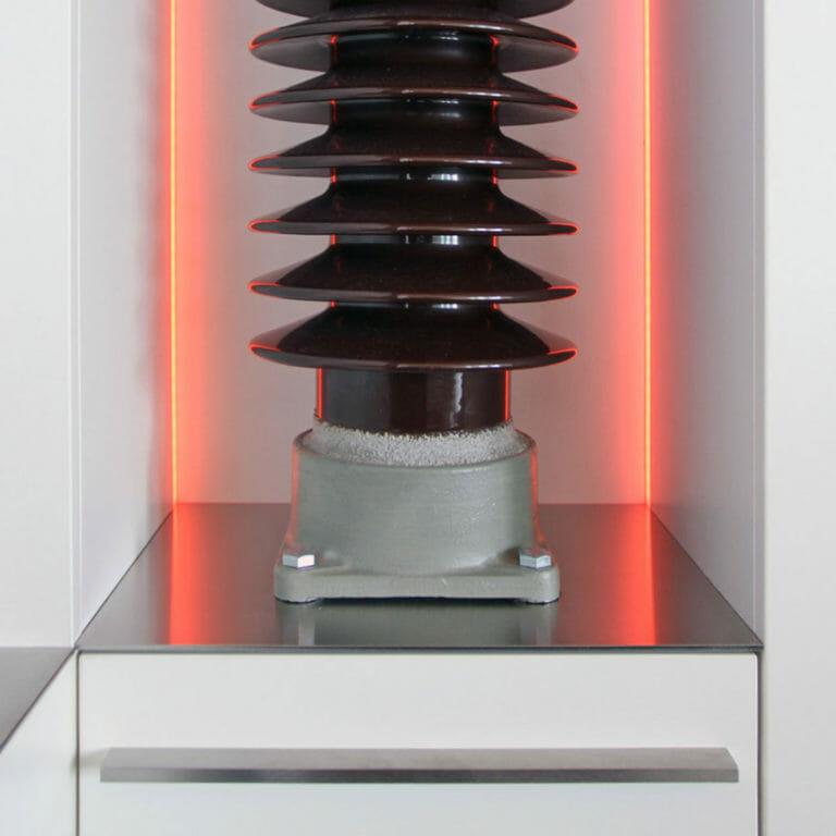 Porzellan Isolator als Dekoelement, LED Beleuchtung
